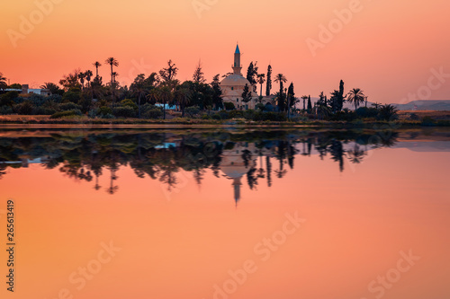 Poster Corail The ancient mosque Hala Sultan Tekkes on the shore of the salt lake in Larnaca, Cyprus during the sunset