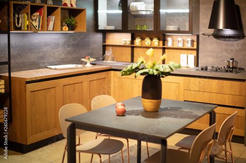 Obraz na plátně  cucina con tavolo e sedie