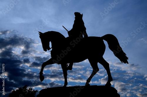Foto Silhouette Silhouette picture of the Equestrian Statue of George Washington in C