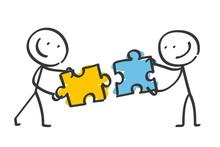 Zwei Freundliche Strichmännchen Verbinden Zwei Puzzleteile Miteinander