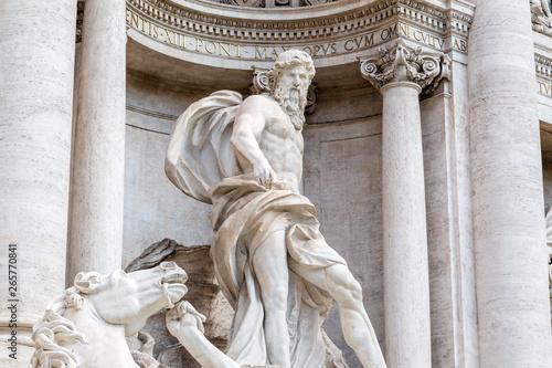 Photo Trevi Fountain or Fontana di Trevi at Piazza Trevi, Rome
