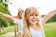 Leinwandbild Motiv Blondes Mädchen hat Spaß beim Training