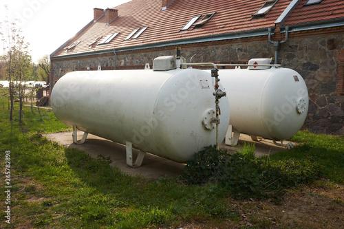 Fényképezés  gas storage tanks at farm