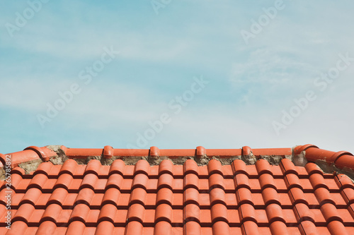 Cuadros en Lienzo tile roof on the background of the bare sky