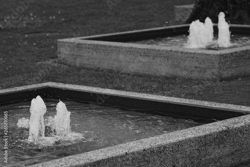 Montage in der Fensternische Darknightsky Fountain out of concrete