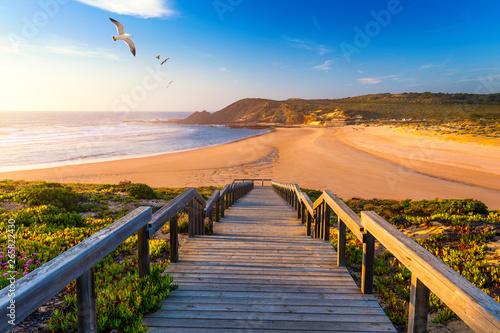 Fotografiet Wooden walkway to the beach Praia da Amoreira, District Aljezur, Algarve Portugal