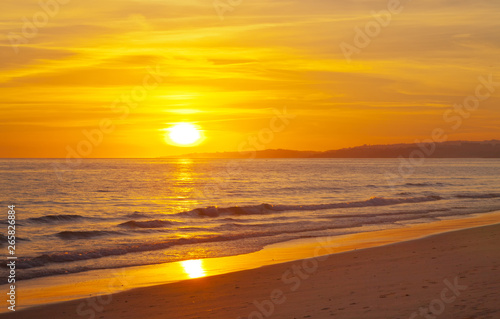 Cadres-photo bureau Orange eclat Magnificent bright golden sunset on the shores of the Atlantic Ocean. Natural summer background. Beautiful beach landscape. View from above