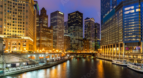 Poster Chicago Chicago Skylines along Chicago River