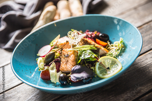 Poster de jardin Inde Fresh vegetable salad with roasted salmon olive oil and baguette