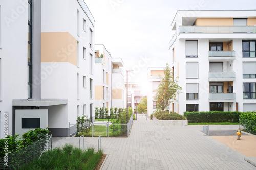 Fotografie, Tablou  Architektur Neubau, Wohnungen im Neubaugebiet