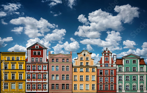 Obraz Colorful facades of historic buildings against the sky in the historic old town of Wroclaw, Poland. Architecture and historic background. - fototapety do salonu