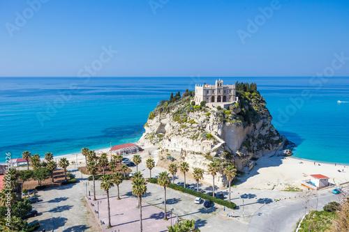 Foto auf AluDibond Südeuropa Video of Tropea Town, in Calabria. The sanctuary, the mediterranean sea and the beautiful coast in summer.