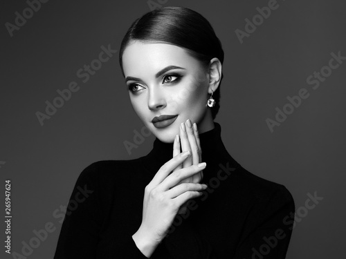 Photographie  Beautiful Young Woman with Clean Fresh Skin