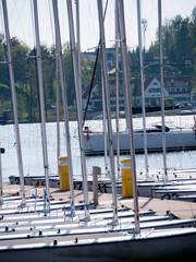 Łodzie żeglarskie w oczekiwaniu na sezon