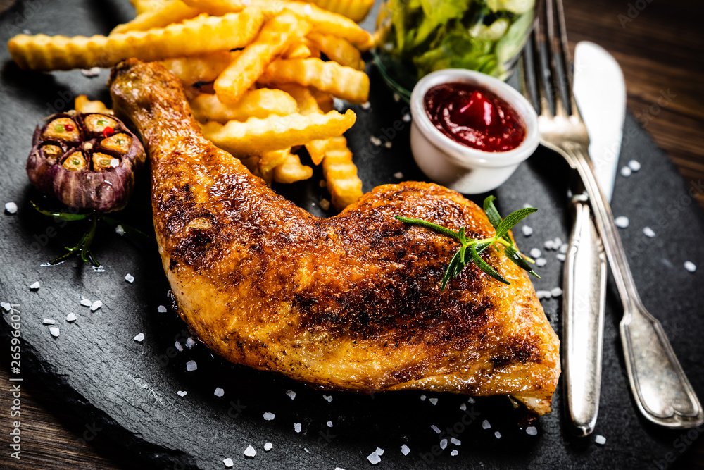 Fototapety, obrazy: Grilled chicken leg with french fries and vegetables