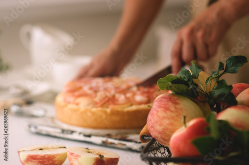 Photo  Woman's hand serving a slice of a freshly baked cake she just made at home