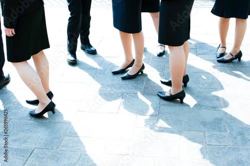 Valokuva  就活中のリクルートスーツを来た男女