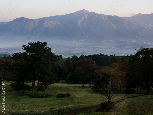 Photo Sunrise view of the 5 peaks of Aso from the southern rim of Aso volcanic caldera