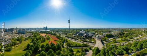 Fototapeta  Drohne - Panorama von Münchens berühmten Olympiapark mit Olympiaturm und dem Oly