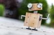 Roboter aus Holz und Metall