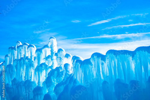 Foto  fabulous abstract light blue background picture with top of ice made wall and bl