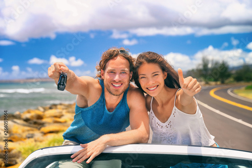 Garden Poster Akt Road trip travel couple showing car keys on summer vacation. Happy young people adventure lifestyle. Carsharing, rideshare, autostop car young adults buying new car, rental insurance young people.