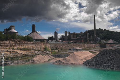 Fotografía  Old marl quarry with the former first Dutch cement factory in Maastricht which i