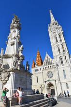 Budapest - Matthiaskirche Mit Dreifaltigkeitssäule