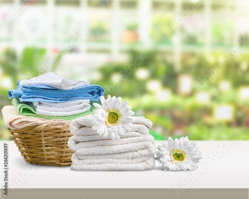 Fotografia  Laundry Basket with towels