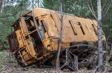 Old Yellow Rust Bus Lays Aband...