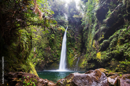 Obraz Waterfall in Chile - fototapety do salonu