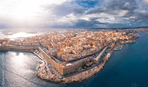 Fotomural  City of Valletta, capital of Malta, aerial view, island in Mediterranean sea