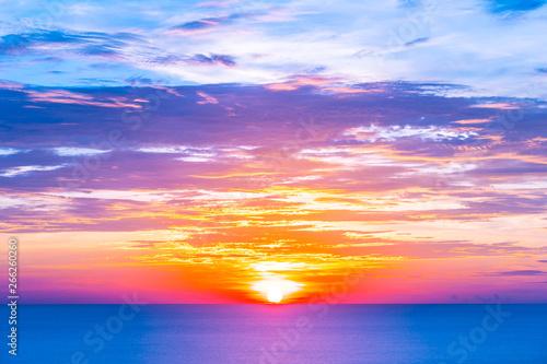 Keuken foto achterwand Rood traf. Beautiful tropical outdoor nature landscape of sea ocean at sunrise