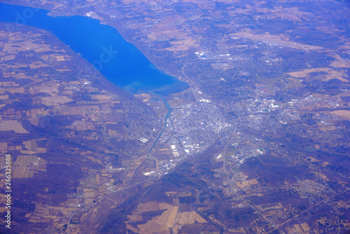 Obraz na plátně Aerial view of the Cayuga Lake and the city of Ithaca in upstate New York