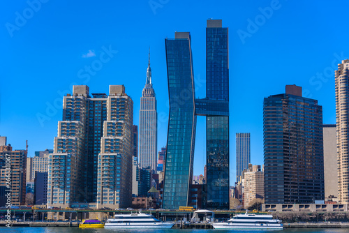 Photo View from East Side River to Empire State Building - Manhatten Skyline of New Yo