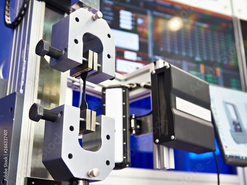Pinturas sobre lienzo  Electromechanical machines for testing metal for tensile