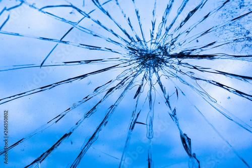 Fotografie, Tablou  Glasscheibe mit Rissen, Vandalismus