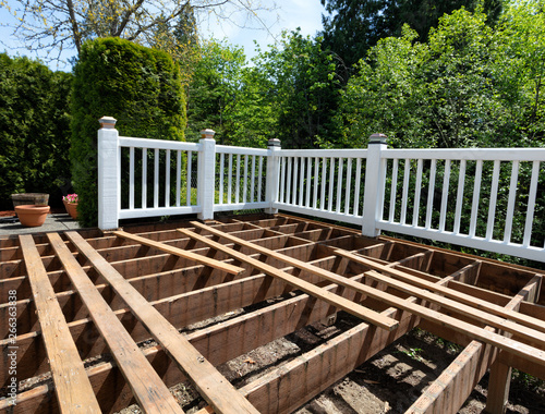 Fotografia  Outdoor exterior wooden cedar deck being remodeled with floor boards being remov