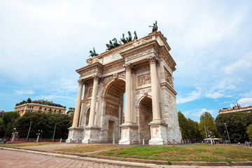 Fototapeta na wymiar Arch of Peace, or Arco della Pace, city gate in the centre of the Old Town of Milan