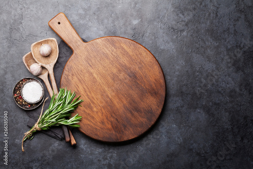 Fotografia  Cooking ingredients and utensils