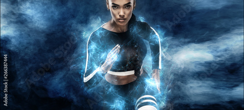Foto  Strong athletic, woman sprinter or runner