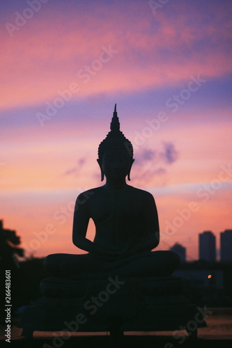Poster Temple Buddha Statue silhouette on the sunset violet pink sky in Colombo