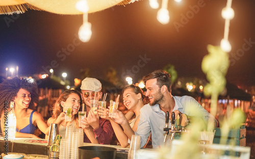 canvas print motiv - DisobeyArt : Happy friends cheering and drinking cocktails at beach party outdoor - Young millennials people having fun at weekend summer night - Youth lifestyle and nightlife concept - Main focus on right guys