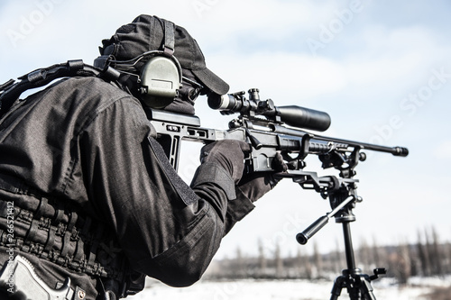 Valokuva Equipped police SWAT sniper shooting with rifle