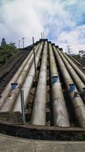 Oleoduto Ou Aguaduto, Tubos Ligando O Alto Da Serra A Cidade De Cubatão No Estado De São Paulo