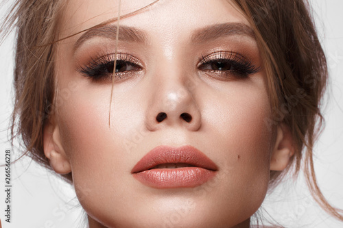 Pretty girl with easy hairstyle, classic makeup, nude lips Beauty face Tableau sur Toile