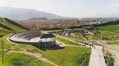 La pose en embrasure Con. Antique View of Hisor Fortress in Tajikistan, Central Asia.