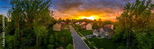 Fotografía Aerial panorama of a modern row of newly constructed two story single family hom