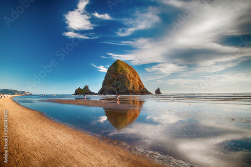 Photo Cannon beach and Haystack rock in Oregon