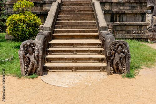Photo Staircase with Gaurd Stones in Isurumuniya Raja Maha Viharaya, Anuradhapura Sri